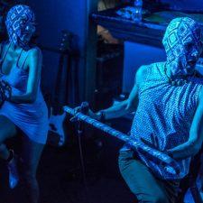 Frida y Frodo: performance, demencia y mucho, mucho baile